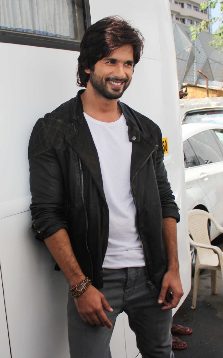 Shahid-Kapoor-And-Sonakshi-Sinha-Promoting-R-Rajkumar-Pictures-Photos-6