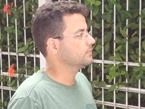 Professor se sentiu parte da conquista (Foto: Marcos Lavezo / G1)