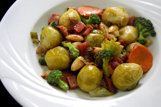 Salteado de Vegetales, jamón y Almendras (27)