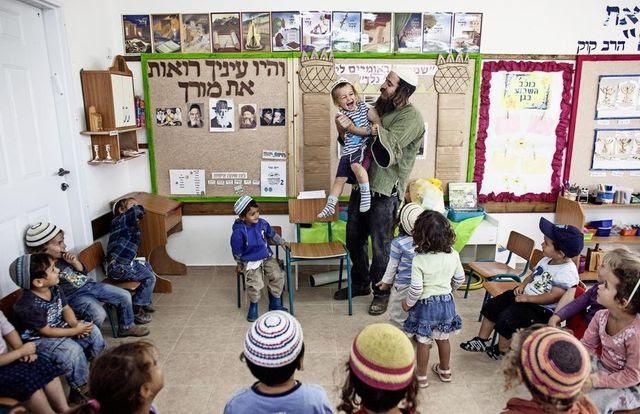 Le taux de natalité en Israël tourne autour de 3 enfants par femme, anomalie absolue parmi les pays industrialisés. En photo, un jardin d'enfants à Havat Gilad, une colonie israélienne non autorisée au sud de la ville de Naplouse.
