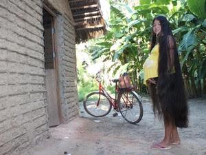 Rosilene conta que já quiseram pagar R$ 900 pelo cabelo, mas ela não achou o preço justo (Foto: Patrícia Andrade/G1)