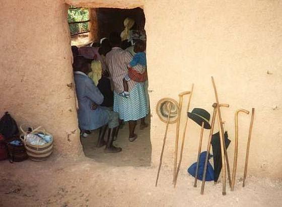 Στην είσοδο στην Ορθόδοξη εκκλησία, Κένυα.  Φωτογραφία orthphoto.net