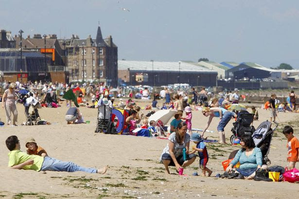 Members of the public enjoy the hot weather near Edinburgh