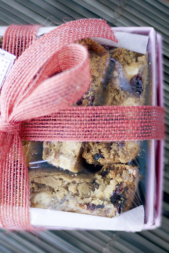 cranberry_white_choc_blondies_02