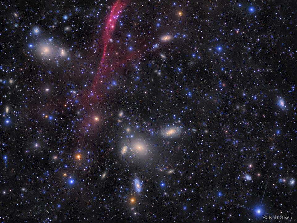 Cụm thiên hà Antlia. Image credit: Rolf Olsen.