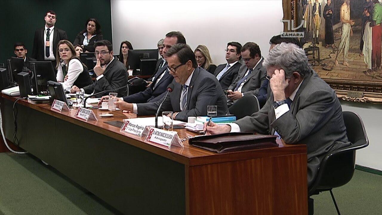 Sergio Zveiter lê denúncia com relato da visita de Joesley Batista a Michel Temer