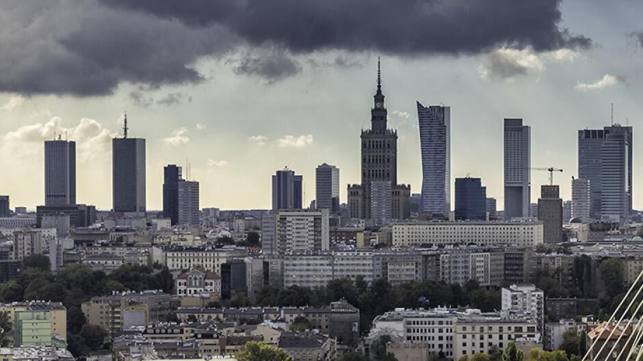 """Kolejna agencja ostrzega Polskę. """"Kryzys konstytucyjny negatywny dla ratingu"""""""