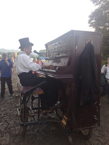 Mobile cycling pianist and singer