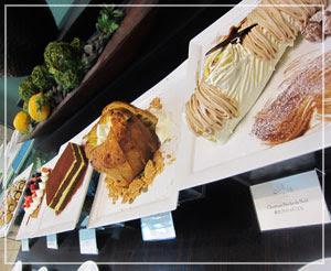マンダリンオリエンタル東京「VENTAGLIO」にて、まだ手つかずのデザートコーナーをぱちり。