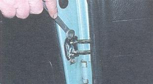 статья про Замена ограничителя открывания двери ВАЗ 2106