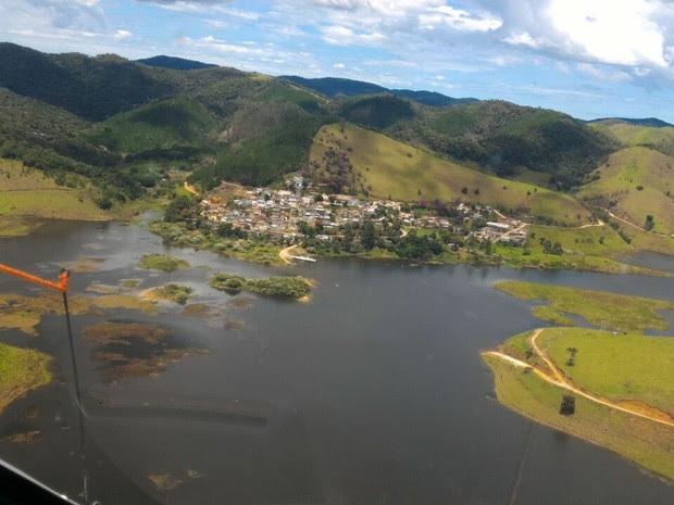 Sobrevoo foi feito na região do acidente para tentar localizar vítima do acidente (Foto: Divulgação/Bombeiros)