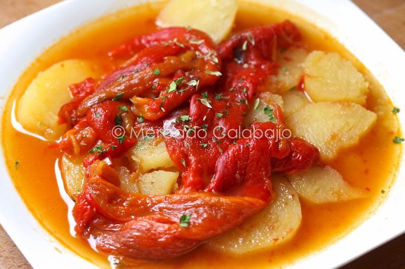 Guiso de patatas con pimientos asados receta mercado - Como hacer mermelada de pimientos ...