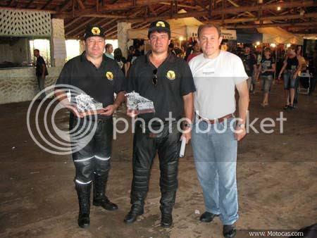 foto troféu do 3º Aniversário do Moto Clube Combatentes de Itaí, SP