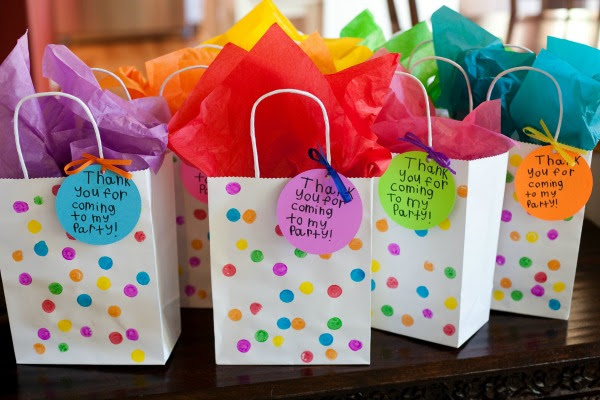 Fun And Usable Art Themed Birthday Party Favors Evolving Motherhood