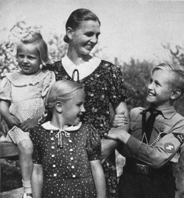A vida em família: O principal papel das mulheres no Terceiro Reich foi promover a filosofia da Kinder, Kuche, Kirche - crianças, cozinha e igreja