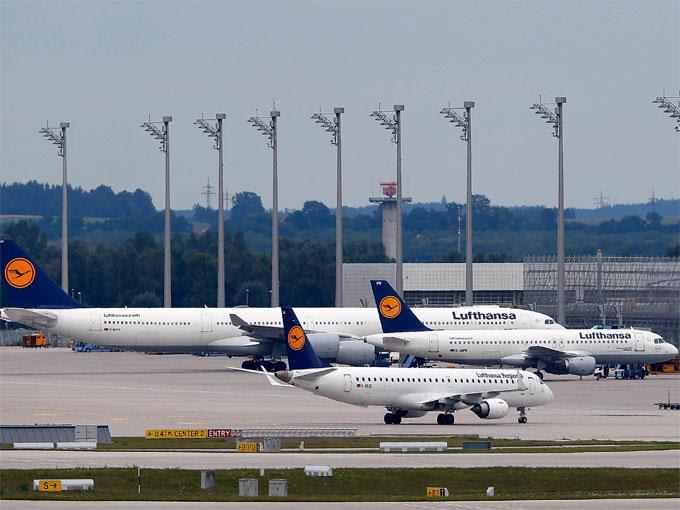 El sindicato rechazó tajantemente por insuficiente la oferta de la dirección de Lufthansa presentada este miércoles que contempla subidas salariales del 5.2 % para el nuevo convenio. Foto Reuters