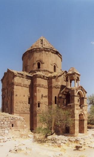 αρμενική εκκλησία της μονής του Τιμίου Σταυρού στο Αγθαμάρ, λίμνη Βαν (10ος αι.)