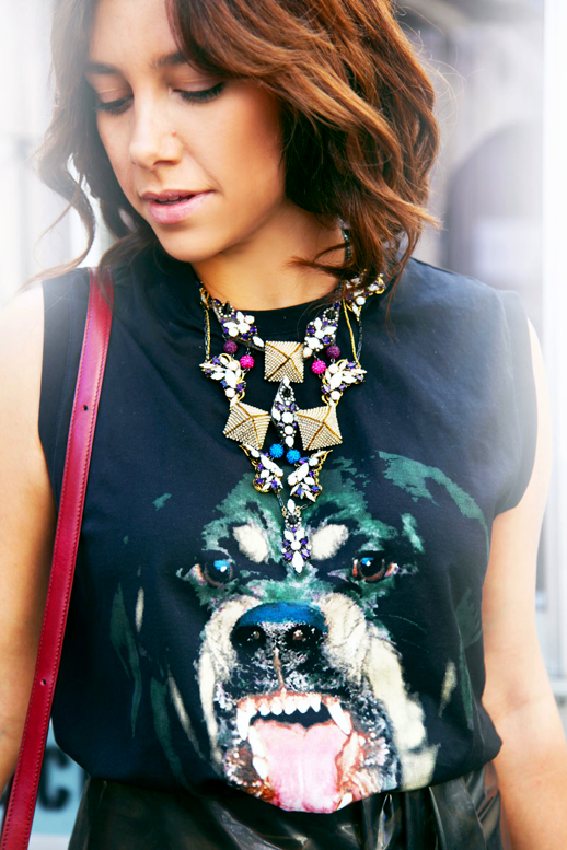 LE FASHION BLOG NYFW NEW YORK FASHION WEEK STREET STYLE BEJEWELED VIA ELLE STREET CHIC GIVENCHY ROTTWEILER MUSCLE TANK TOP JEWELED PYRAMID STUD NECKLACE SHORT WAVY BOB RED BAG LEATHER