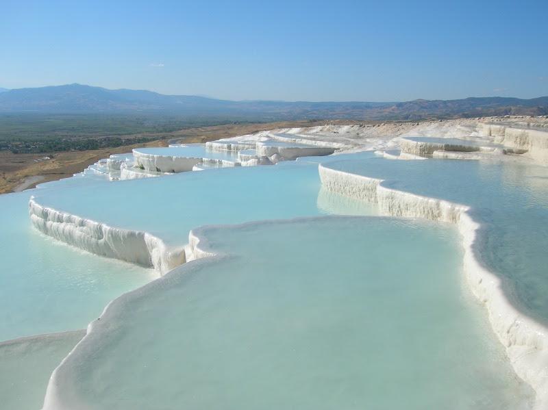 Минеральные воды Памуккале в Турции. Фото