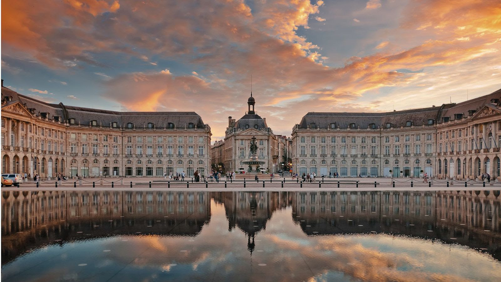 7 Must-See Buildings in France