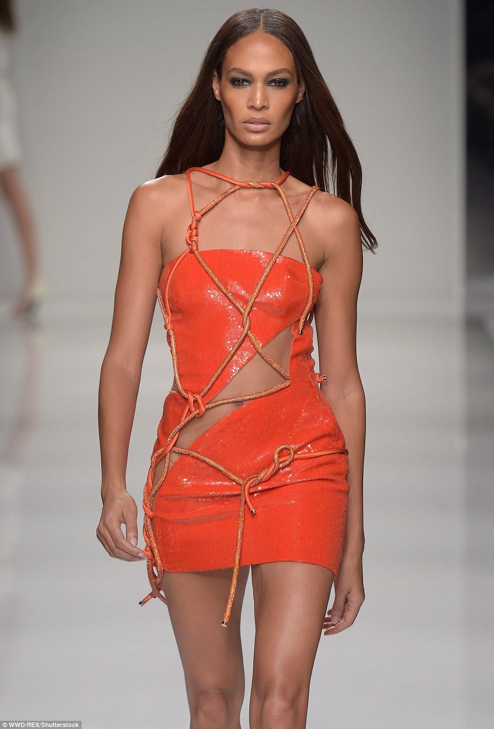 Fruity: Joan Smalls foi um sonho como ela andou na pista neste mini vestido tangerina no show Versace na Paris Fashion Week, no domingo