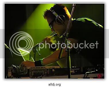 http://i197.photobucket.com/albums/aa13/_alldj_org-/darude.jpg