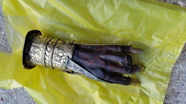 Προφυλακίστηκαν και οι πέντε για την κλοπή του χεριού του Άγιου Χαράλαμπου