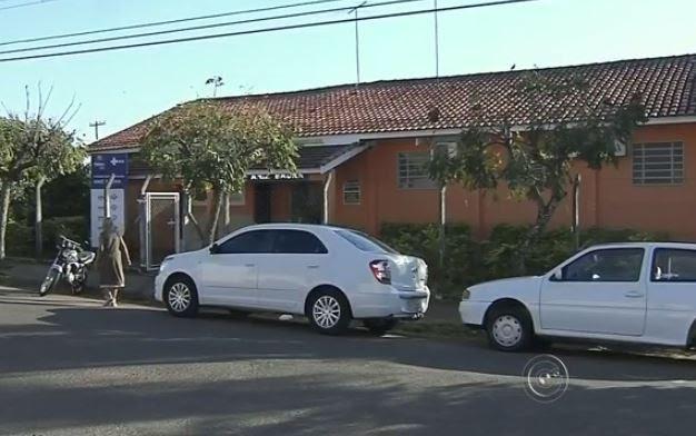 Posto de Saúde do bairro Aniz Brada, em Marília,  não tem médico fixo. (Foto: Reprodução/TV TEM)