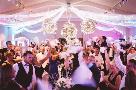 Quirky wedding entertainment: 3 of the best ideas
