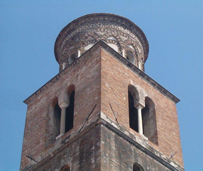 File:Torre campanaria Salerno.jpg