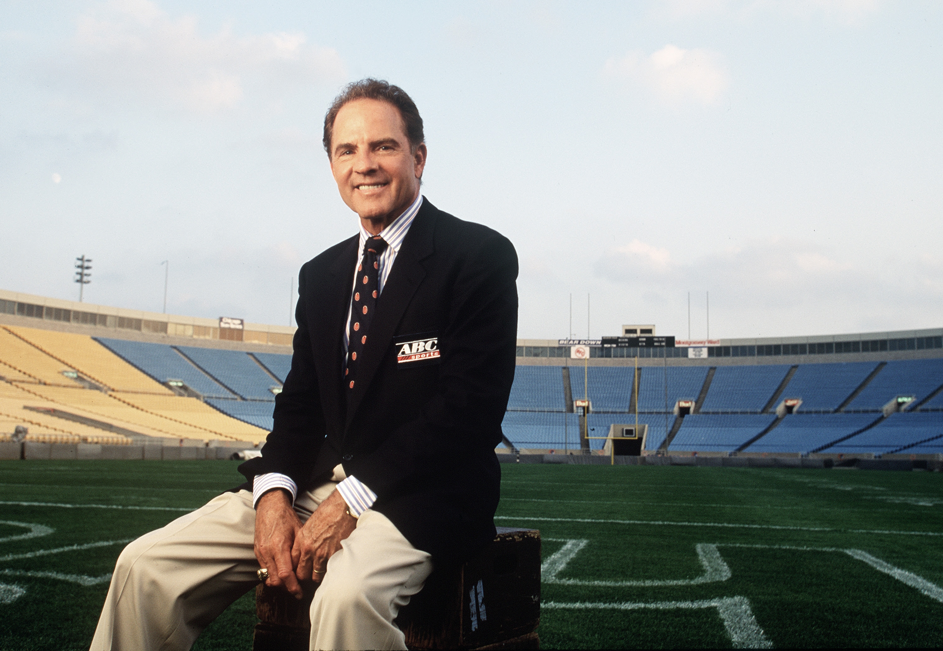 Legendary Abc Sports Commentator And Hall Of Famer Frank Gifford Dies At 84 Espn Front Row