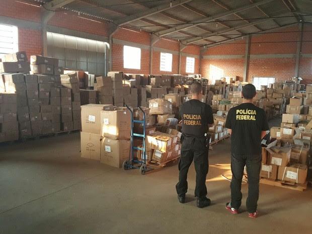 Diversos produtos foram apreendidos em operação da Polícia e Receita Federal nesta quinta (24) em SC (Foto: Polícia Federal/Divulgação)