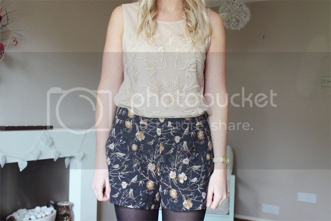 outfit picture floral shorts nude top