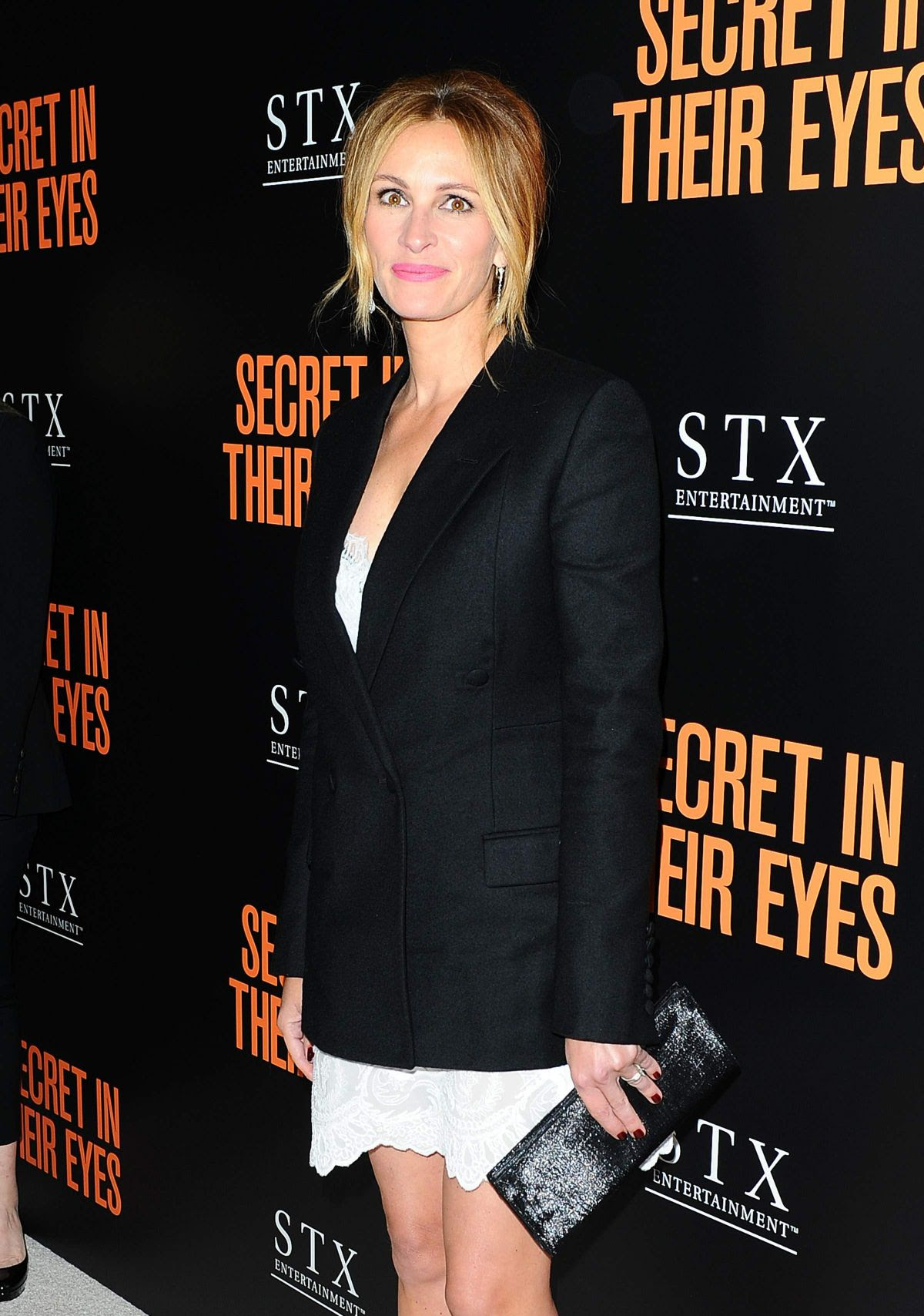JULIA ROBERTS at Secret in Their Eyes Premiere in Los Angeles