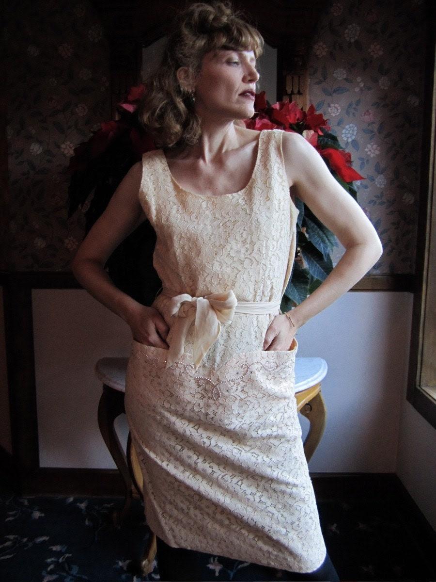 1950s Sleeveless GRACE KELLY Ivory Lace Dress