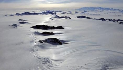 Montañas Ellsworth, bajo las que ha comenzado la exploración.   P. Bucktroat