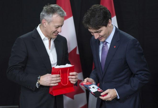 """Chẳng phải trang phục, giờ đây những đôi tất của Thủ tướng Canada mới là thứ người ta muốn """"bóc giá"""" - Ảnh 3."""