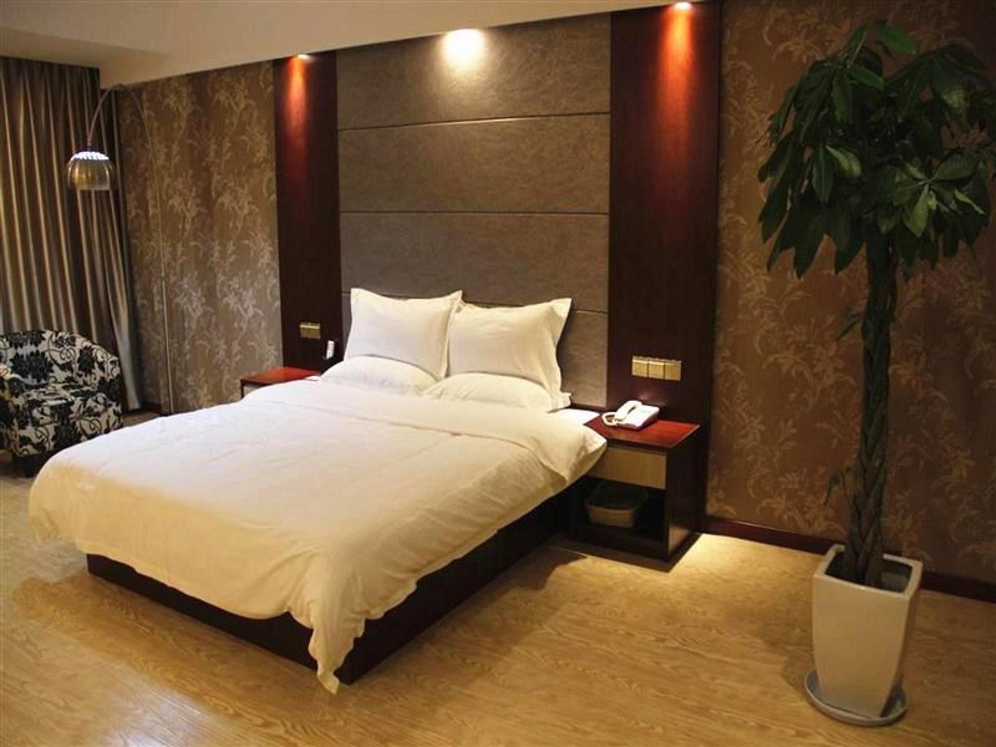Price GreenTree Inn Nantong Tongzhou Shiji Avenue Jianghaihuangdu Express Hotel