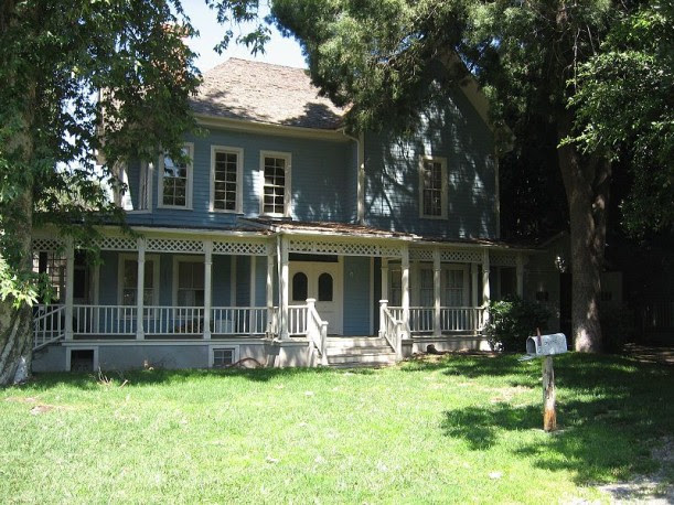 Lorelai and Rory's house-Gilmore Girls
