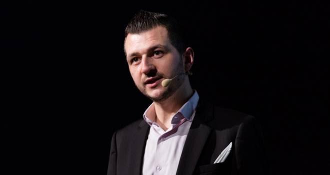 Vincent Avanzi conférencier poète d'entreprise.