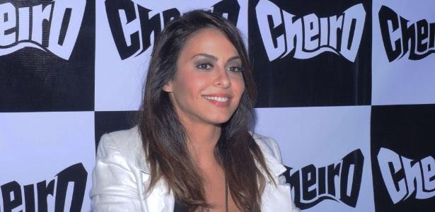 Cantora Alinne Rosa anuncia sua saída da banda de axé Cheiro de Amor em coletiva de imprensa realizada em Salvador, nesta segunda-feira (2)
