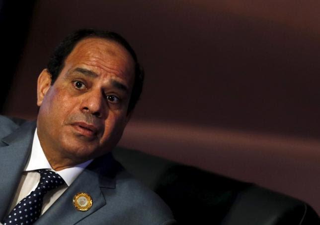 O presidente egípcio, Abdel Fattah al-Sisi assiste à sessão de encerramento da Cúpula Árabe em Sharm el-Sheikh, na governadoria do Sinai do Sul, ao sul do Cairo, 29 de março de 2015. REUTERS / Amr Abdallah Dalsh