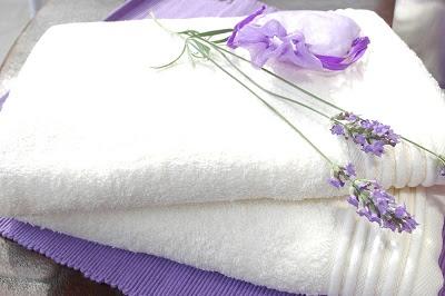 Toallas blancas más absorbentes y sin mal olor