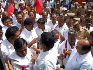 Massive Arrest Dmk Cadres Put Police In Great Fix