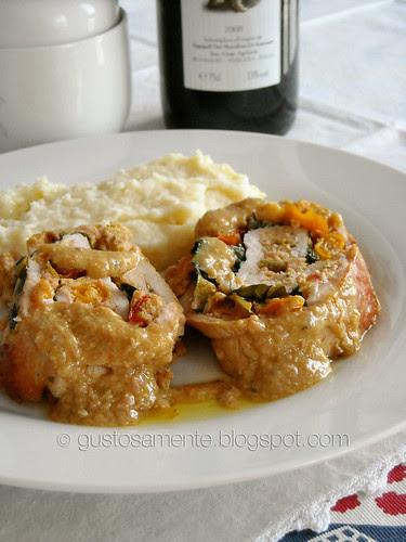 Arrotolato di tacchino al salame cotto e peperoni