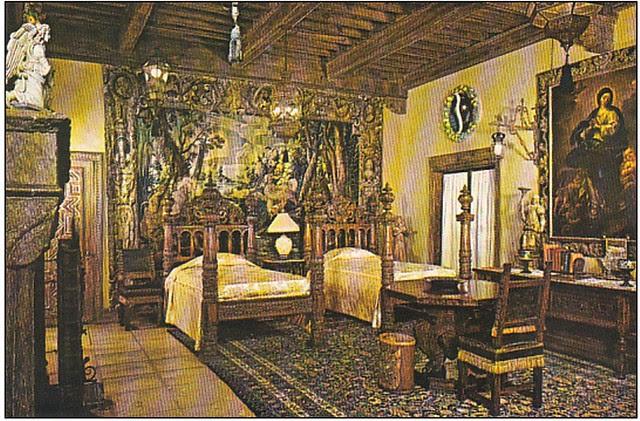 Della Robbia Room en el Hearst Castle con techo mudéjar expoliado en Toledo en 1923