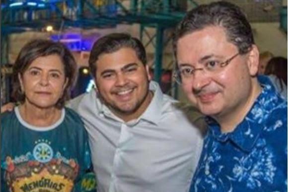 Ana Arraes com Luís Felipe e Antônio Campos na homenagem a Miguel Arraes na Sapucaí
