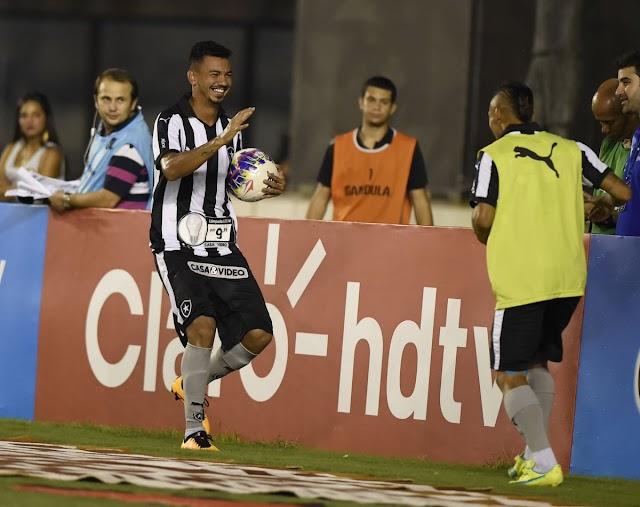 Botafogo derrota Volta Redonda e sobe no Carioca