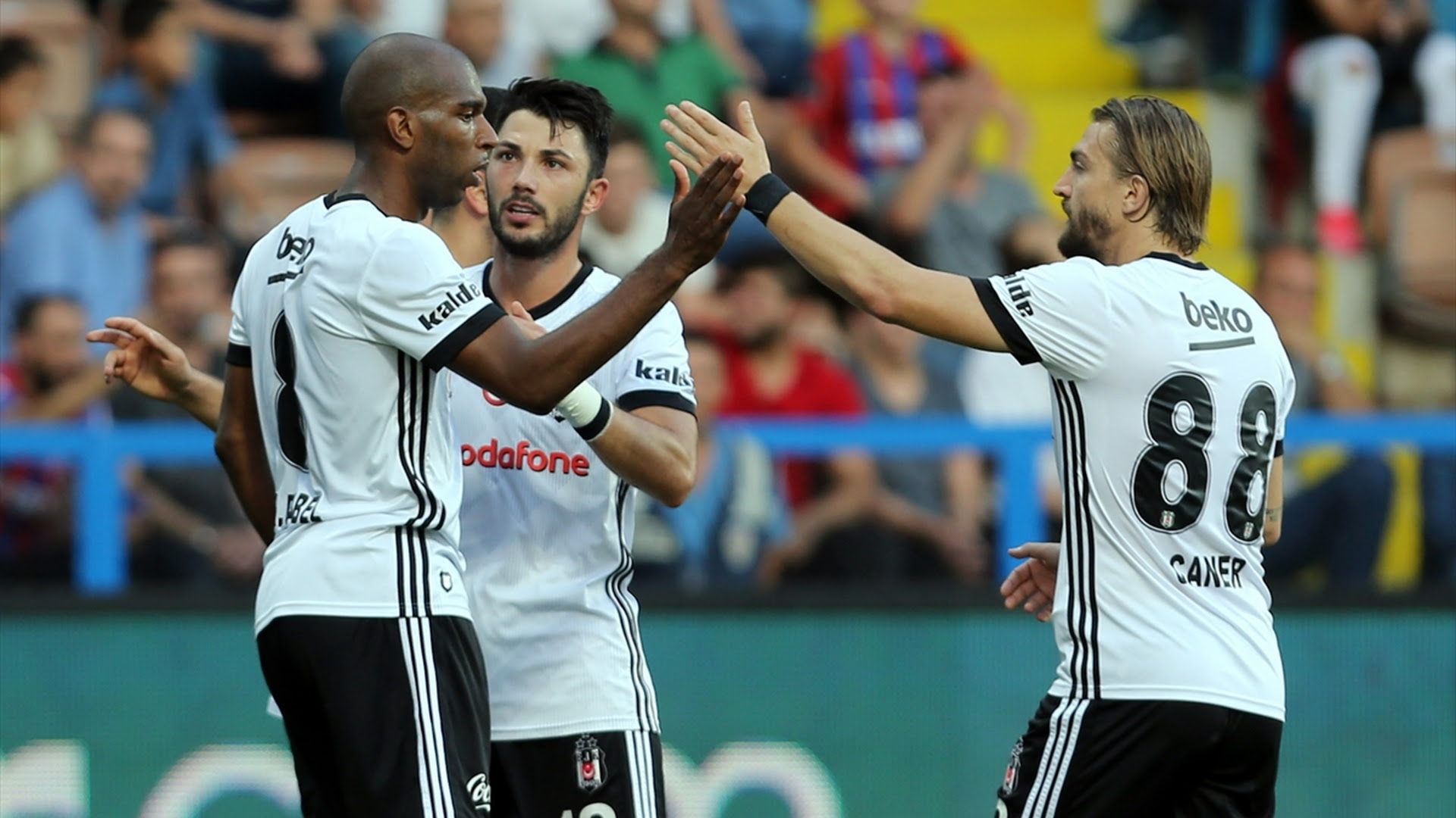 Ryan Babel Tolgay Arslan Caner Erkin Besiktas goal celebration 992017