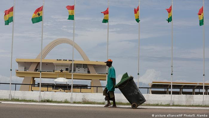 Ghana Accra Independence Square (picture alliance/AP Photo/S. Alamba)
